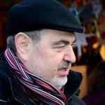 Bernhard Schlereth vor dem Sternstunden-Stand am Nürnberger Christkindlesmarkt